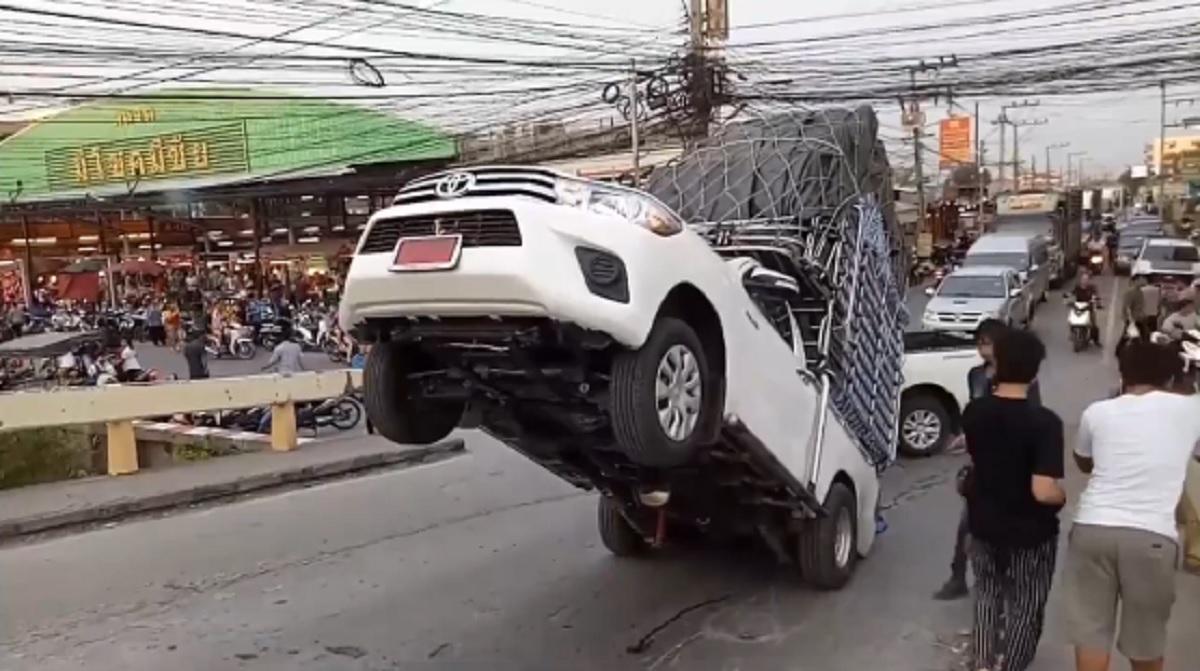 รถกระบะบรรทุกน้ำหนักเกิน