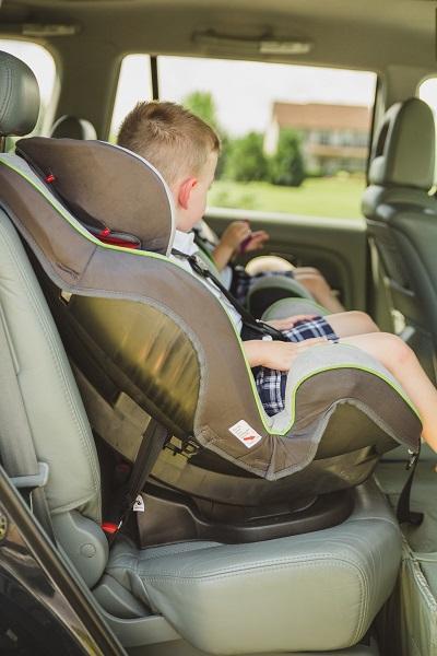 ใช้คาร์ซีทบนรถสำหรับเด็ก