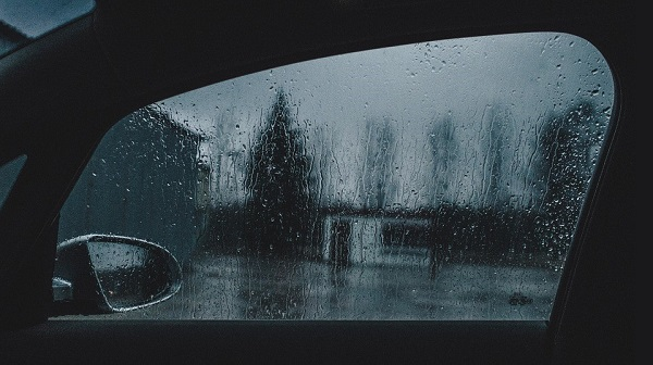 ขับรถหน้าฝนไม่ควรใช้ความเร็วมาก เสี่ยงเกิดอันตราย