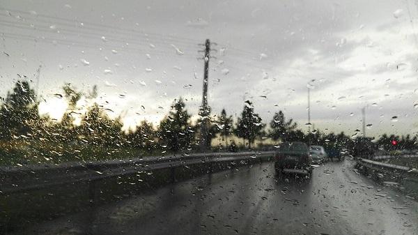 ฝนตกใหม่ทำให้ถนนลื่นกว่าปกติ
