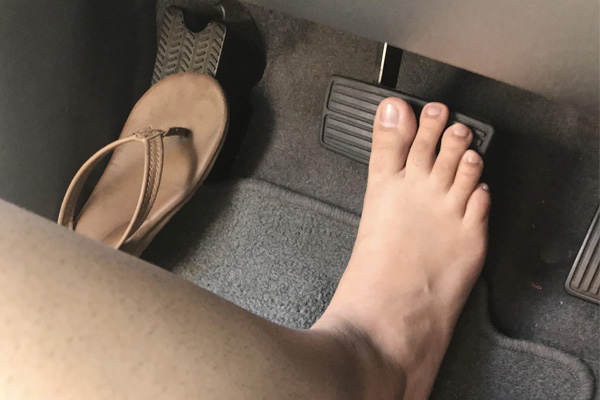 พฤติกรรมเสี่ยงของผู้หญิงในขณะขับรถ