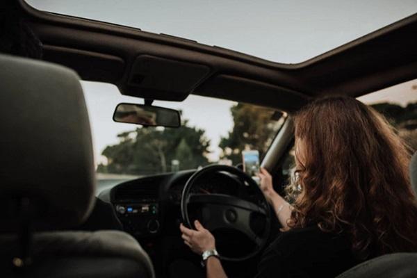 เทคนิคการจอดรถเทียบท่าและถอยหลังเข้าจอดเทียบฟุตบาท สำหรับผู้หญิง