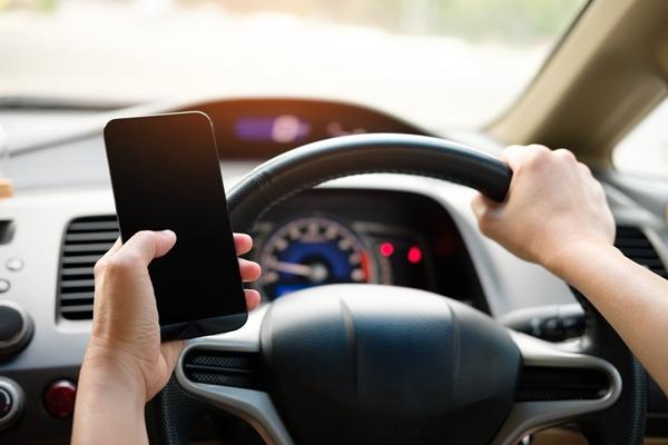 โทรศัพท์มือถือไม่ควรไว้ในรถ