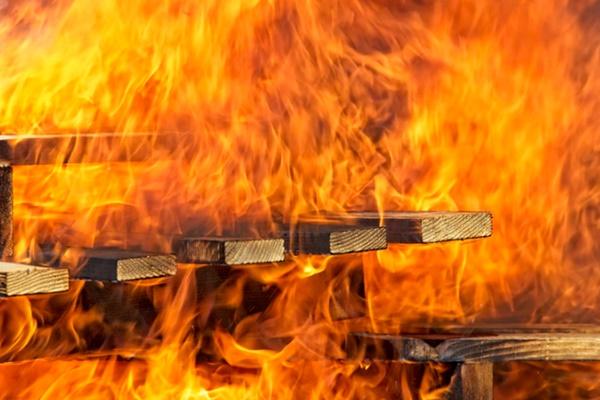 พฤติกรรมที่ทำให้เกิดไฟไหม้บ้าน