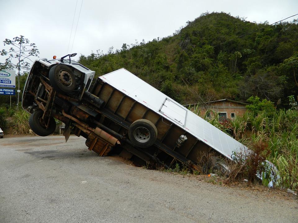 รถบรรทุกหกล้อ เป็นรถใหญ่ หากเกิดอุบัติเหตุขึ้นมา มักจะถูกมองว่าเป็นฝ่ายผิดเสมอ