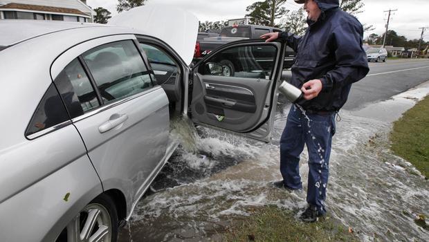 ขับรถในช่วงหน้าฝนอย่างไร ลดปัญหาน้ำเข้ารถ