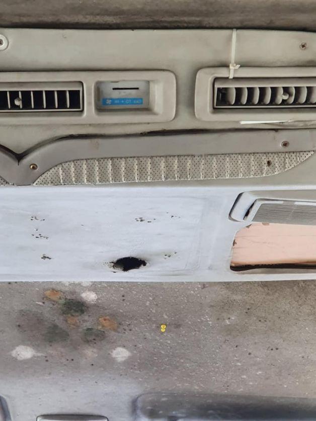 คราบเชื้อราบนรถตู้ ที่สะสมมานาน