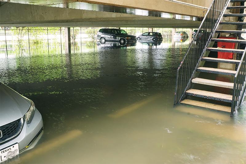 น้ำท่วมรถใต้คอนโด