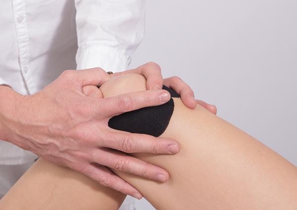 การประคบเย็น จากการเกิดอุบัติเหตุจนทำให้เกิดอาการปวดบวม