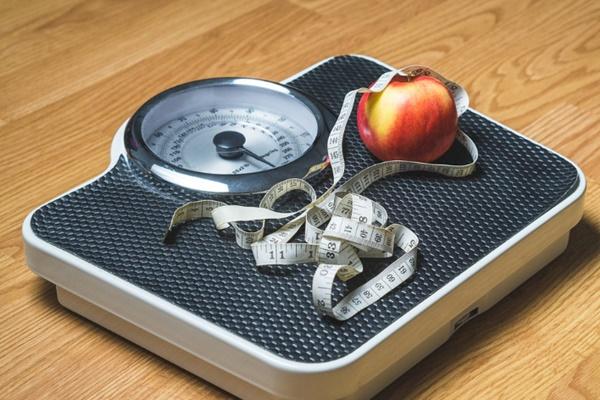 ควบคุมอาหาร และออกกำลังกายอย่างสม่ำเสมอ เพื่อกำจัดไขมันส่วนเกิน