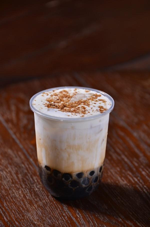 ส่วนผสมหลักในชาไข่มุก มีทั้งชา ครีมเทียม น้ำตาลทราย นมข้นหวาน ไข่มุก
