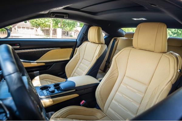 วิธีที่ดีที่สุดที่สามารถปกป้องเบาะรถยนต์จากคราบสกปรกที่ฝังแน่นได้คือ ควรรีบทำความสะอาดโดยทันที
