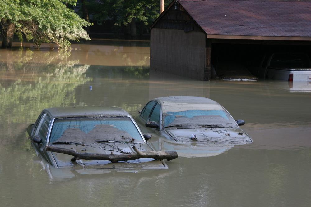 ถุงคลุมรถป้องกันน้ำท่วม ทำให้เกิดเชื้อราจริงไหม?