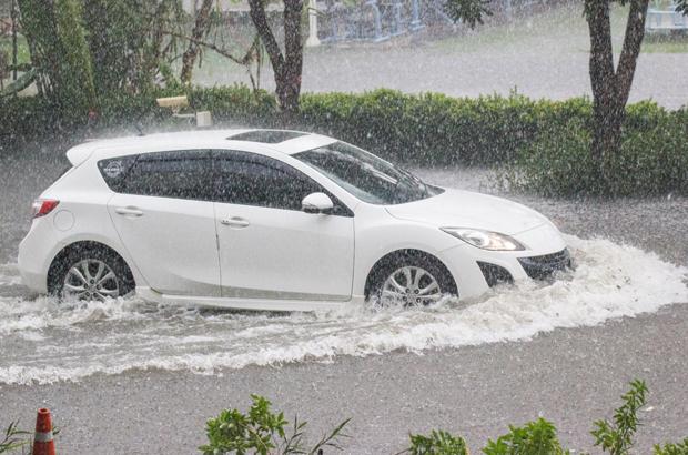 8 สิ่งที่ต้องเช็คเมื่อรถลุยฝน
