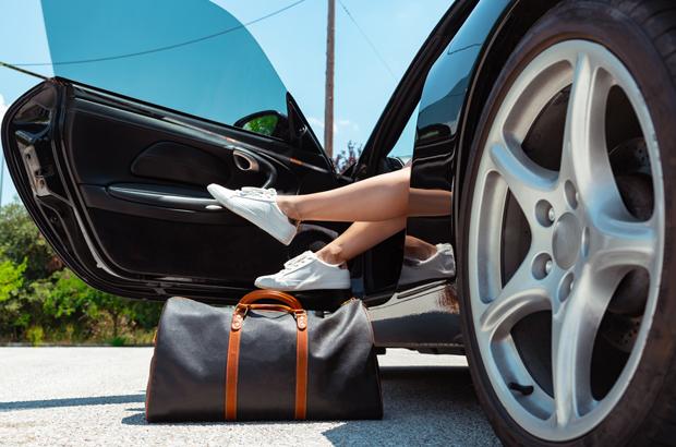 รวมกระเป๋าแบรนด์เนมที่ไม่ควรเก็บในรถ