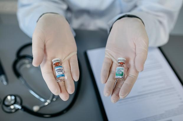 ฉีดวัคซีนไข้หวัดใหญ่และวัคซีนโควิด-19