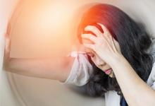 ปวดหัวไมเกรนเกิดจากอะไร พร้อมอาการที่ใช่