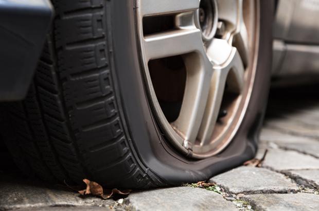 รถยนต์ยางแตก แจ้งเคลมประกันได้ไหม