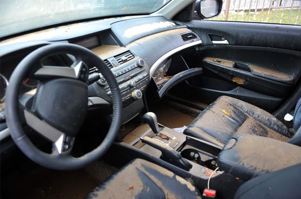 วิธีเช็กรถยนต์เบื้องต้นหลังรถถูกน้ำท่วม