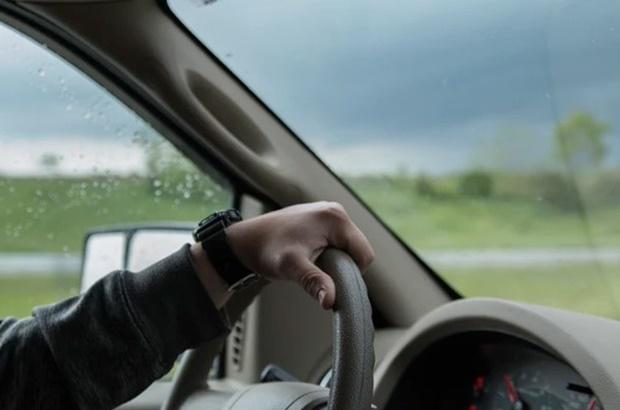 ขับรถช่วงหน้าฝนอย่างไรให้ปลอดภัย