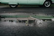 ฝนตกใหม่ ๆ ทำไมชอบเกิดอุบัติเหตุ